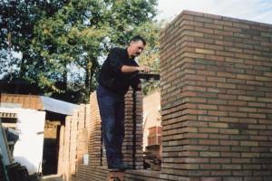 Jaap Wegenaar aan het voegen 1990